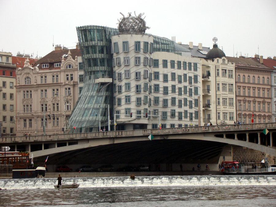 Пражский Танцующий Дом