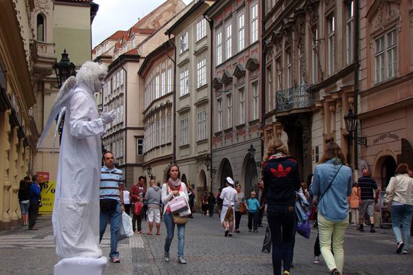 Целетна — улица с кренделями