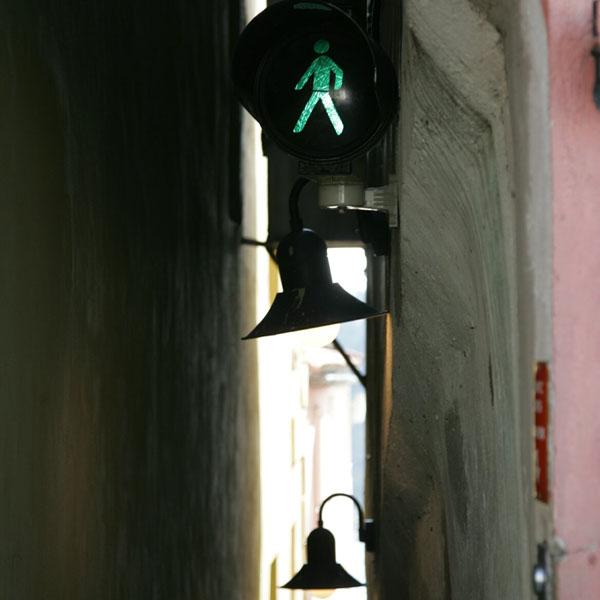 Самая узкая улочка в Праге