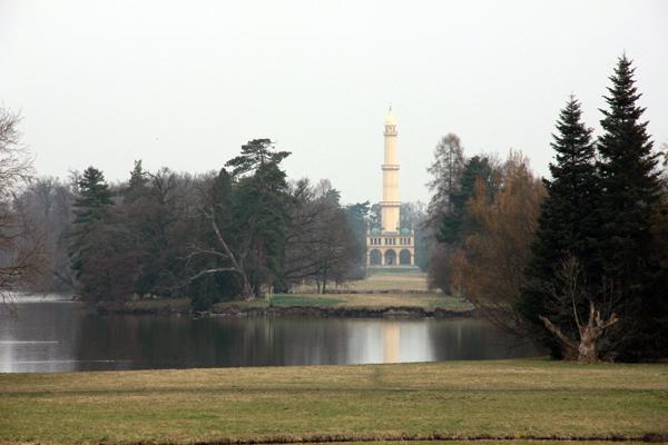 Минарет в парке замка Леднице