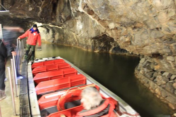 Путешествие на лодках по подземной реке Пунква